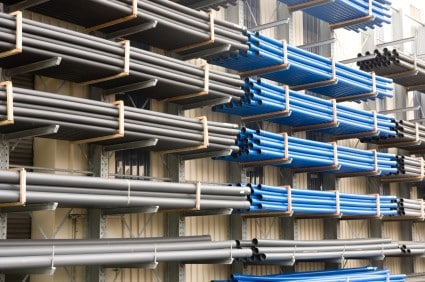 Cantilever rack storing long pipe